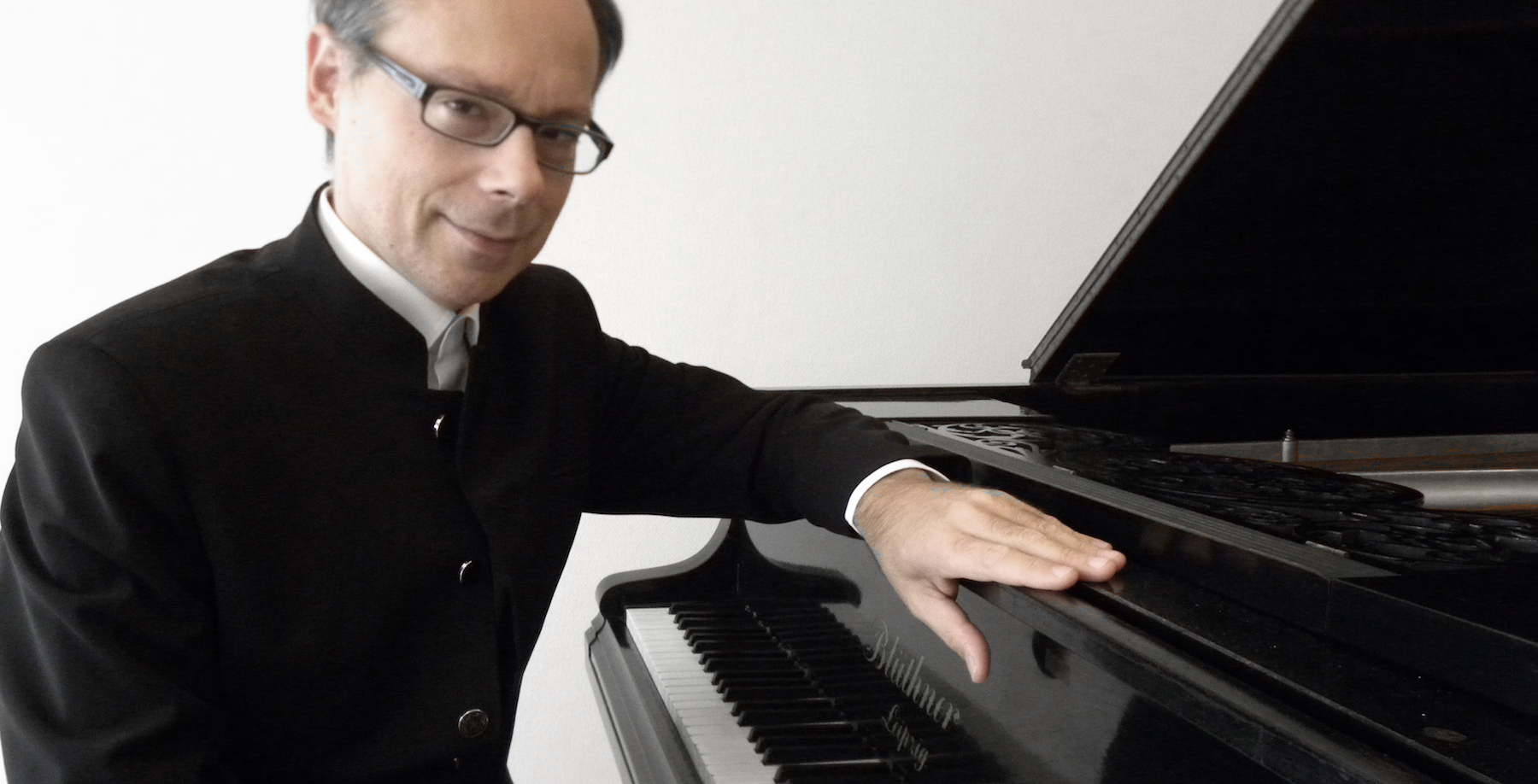 Rafal LEWANDOWSKI combines in his playing the Polish and French piano traditions.